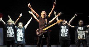 Roger Waters et les élèves de Jeunes musiciens du monde
