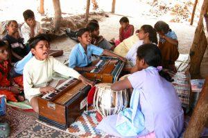 Les débuts de la Kakeri Sangeet Vidyalaya
