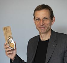 Prix Reconnaissance jeunesse – Mathieu Fortier remporte le prix Emmett-Johns